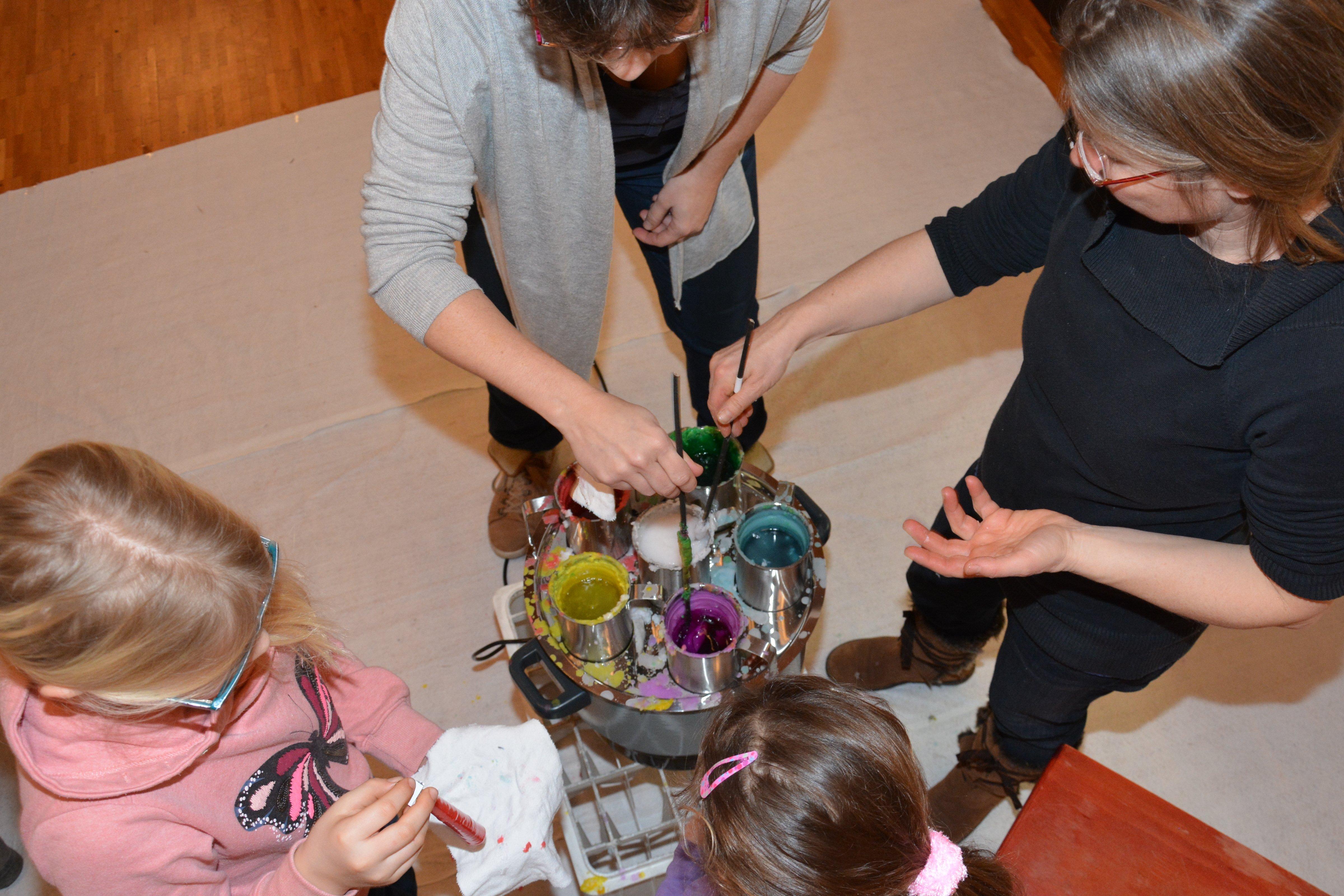 Kerzenziehen des Eltern-Kinder-Treffs