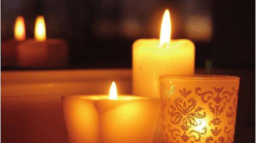 An Donnerstagabenden Kerzen im Fenster und Läuten