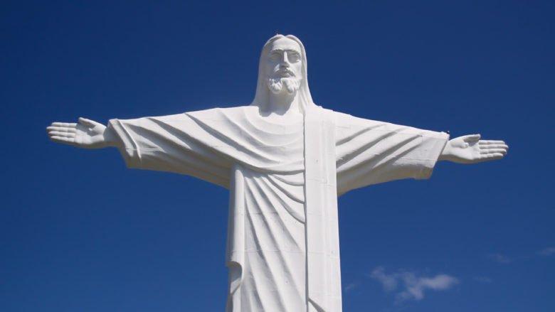 Weisse Statue von Jesus Christus