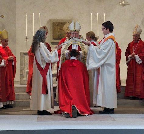 Hand-Auflegung bei der Bischofsweihe