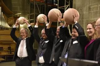 Bernische Geistliche vom Kanton an Landeskirchen übergeben