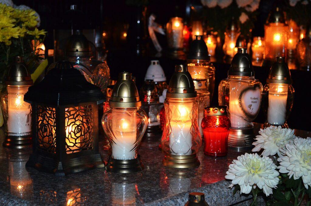 Gedenkfeiern für die Verstorbenen am 1. November